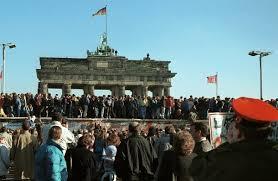 Снимка от събарянето на Берлинската стена през 1989 г.